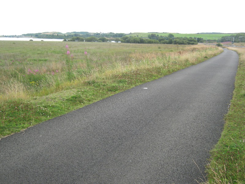 biketrack-past-hillend-loch
